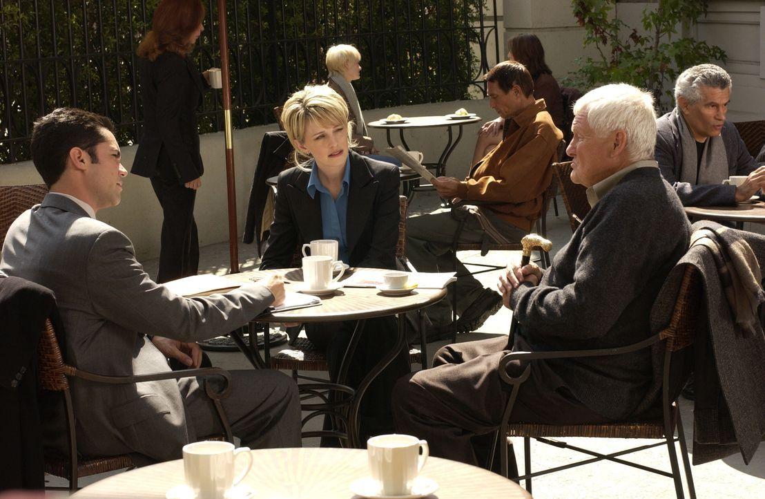 Det. Lilly Rush (Kathryn Morris, M.) und Det. Scott Valens (Danny Pino, l.) unterhalten sich mit Harland Sealey (Orson Bean, r.) über die grausamen... - Bildquelle: Warner Bros. Television