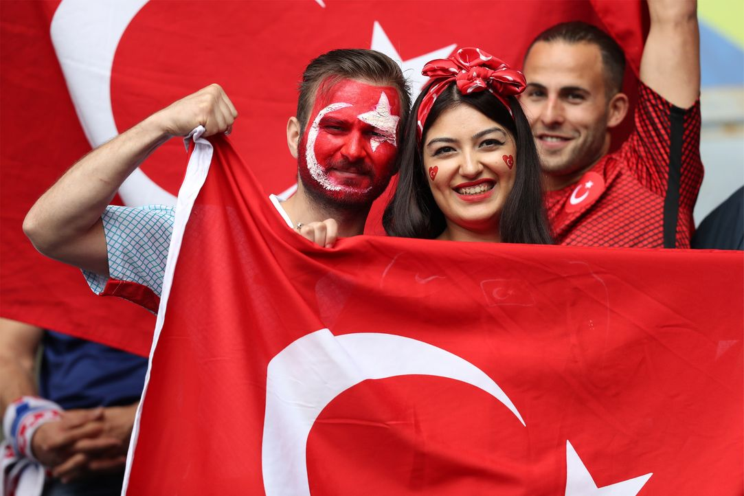 Turky_fan_cute - Bildquelle: Seskim/WENN.com