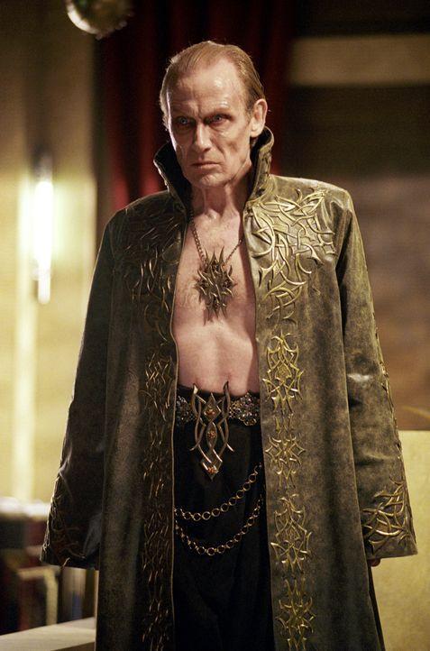 Kaum wird der Vampirfürsten Viktor (Bill Nighy) in einem riskanten Ritual von der verzweifelten Selene zum Leben wiedererweckt, da beginnt er auch s... - Bildquelle: 2003 Lakeshore Entertainment Group LLC. All Rights Reserved.