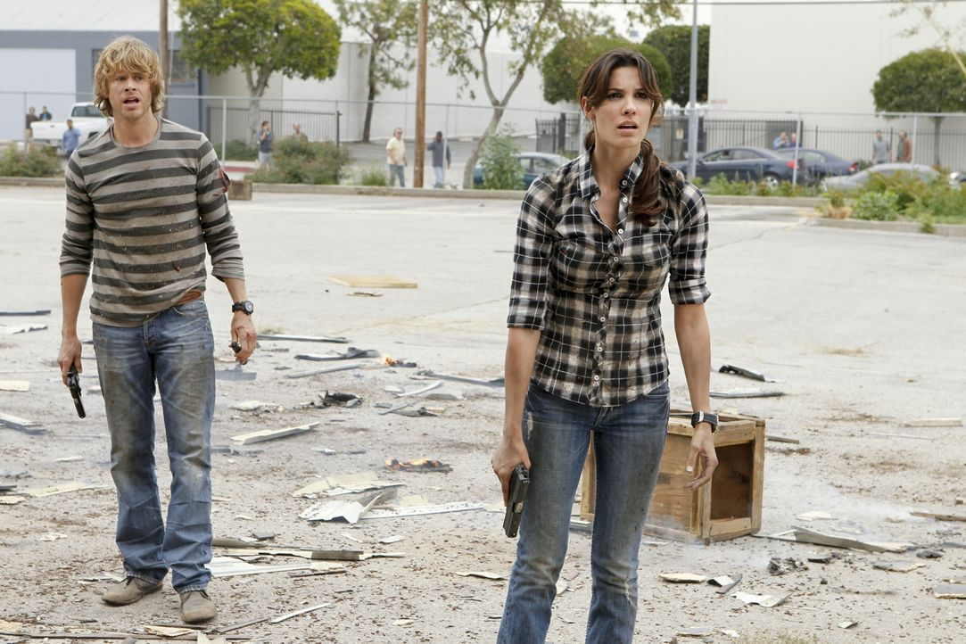 Ermitteln in einem Fall: Kensi (Daniela Ruah, r.) und Deeks (Eric Christian Olsen, l.) ... - Bildquelle: CBS Studios Inc. All Rights Reserved.
