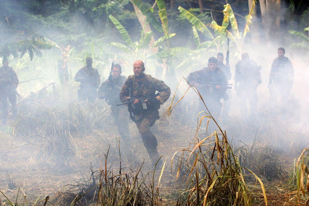Ein Wettlauf auf Leben und Tod beginnt für Lieutenant Waters (Bruce Willis) und seine Truppe ... - Bildquelle: 2004 Sony Pictures Television International. All Rights Reserved.