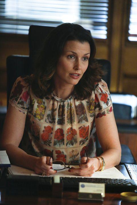 Der Selbstmord einer Frau, die der Staatsanwaltschaft als wichtige Quelle diente, wird für Erin (Bridget Moynahan) zu einer problematischen Angelege... - Bildquelle: 2013 CBS Broadcasting Inc. All Rights Reserved.