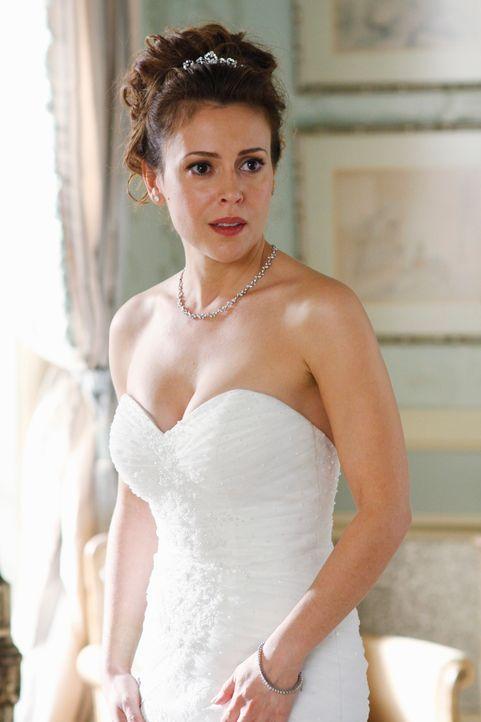 Kyra Blaine (Alyssa Milano) ist zutiefst erschüttert als sie erfährt, dass ihre Brautjungfer tot aufgefunden wurde ... - Bildquelle: ABC Studios
