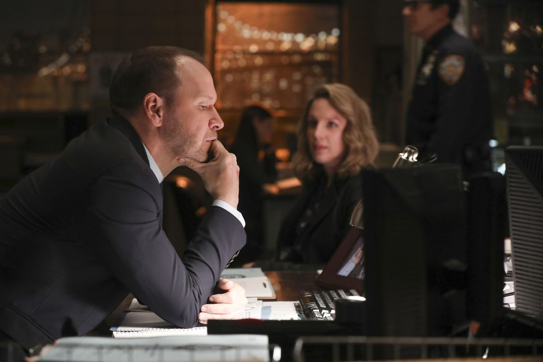 Danny Reagan (Donnie Wahlberg, l.); Faith Madson (Jessie Mueller, r.) - Bildquelle: Craig Blankenhorn 2017 CBS Broadcasting Inc. All Rights Reserved.