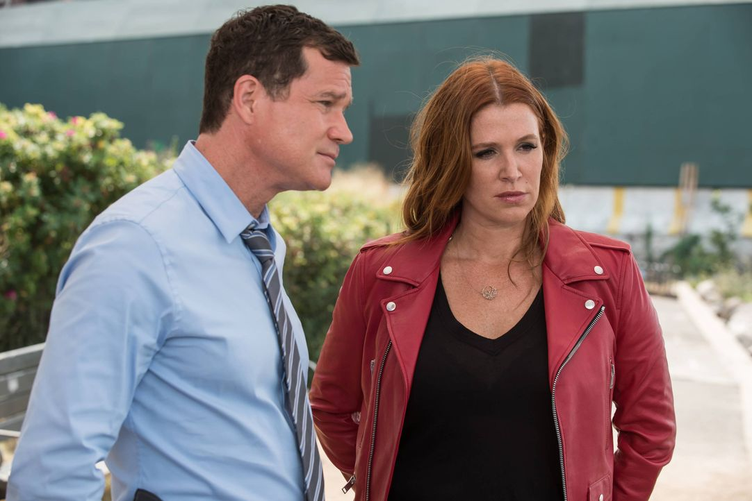 Muss Carrie (Poppy Montgomery, r.) ein Vergehen aus der Vergangenheit beichten: Al (Dylan Walsh, l.) ... - Bildquelle: Jeff Neumann 2015, 2016 Sony Pictures Television Inc. All Rights Reserved. / Jeff Neumann