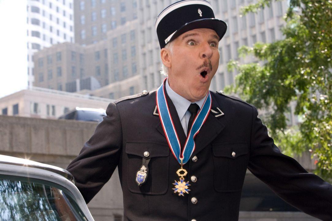 "Inspektor Jacques Clouseau (Steve Martin) stößt bei seiner Suche nach dem gestohlenen Diamanten, dem ""Rosaroten Panther"", immer wieder auf große... - Bildquelle: Peter Iovino 2009 Metro-Goldwyn-Mayer Pictures Inc. and Columbia Pictures Industries, Inc. All rights reserved."
