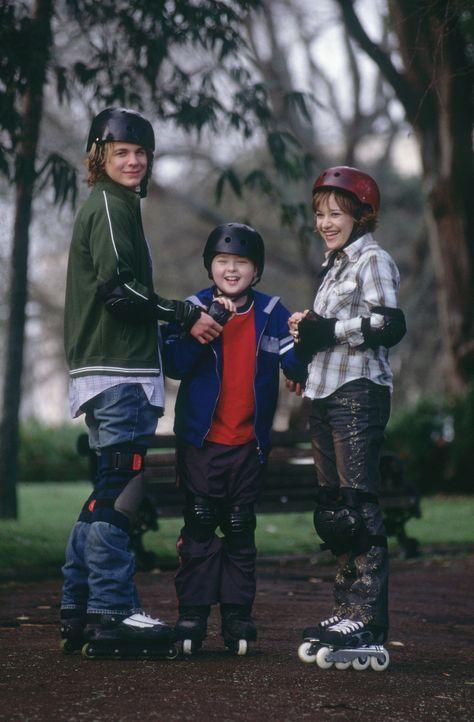 Als mit Hilfe einer antiken Zaubermütze Alex' (A.J. Trauth, l.) Wünsche in Erfüllung gehen, sind weder seine beste Freundin, Abby (Lalaine, r.),... - Bildquelle: The Disney Channel