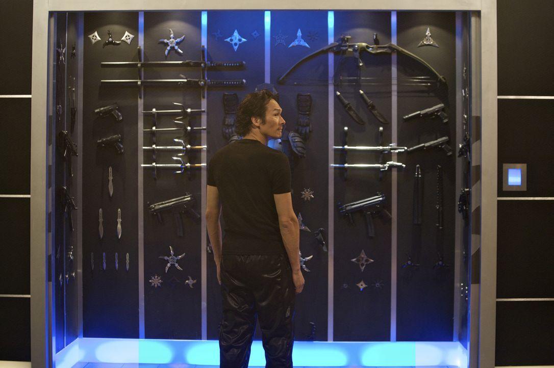 Masazuka (Tsuyoshi Ihara) sondiert seine Waffen, mit denen er seinem ehemaligen Jugendfreund den Garaus machen möchte ... - Bildquelle: Nu Image