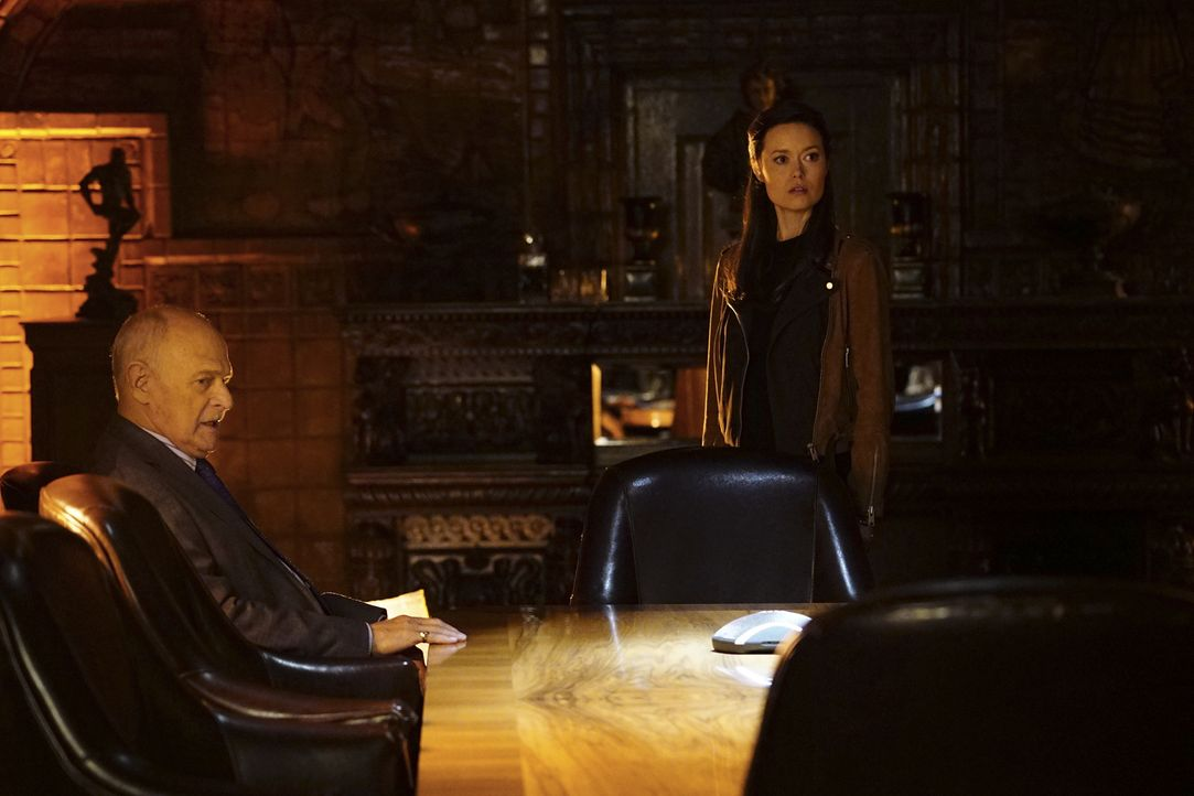 Um besser in dem Fall voranzukommen, schließt Castle mit Detektivin Kendall Frost (Summer Glau, r.), die ebenfalls in die von Mason Wood (Gerald McR... - Bildquelle: Richard Cartwright 2016 American Broadcasting Companies, Inc. All rights reserved.