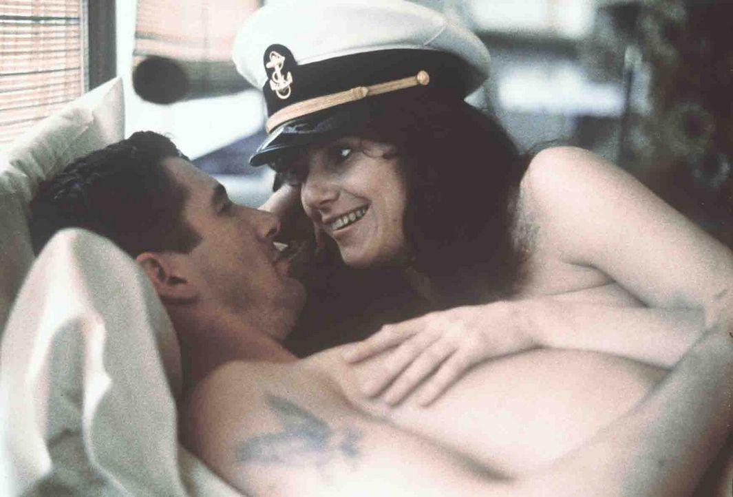 Paula (Debra Winger, r.) verliebt sich in den attraktiven Zack (Richard Gere, l.), doch der möchte keine feste Beziehung mit ihr eingehen, um sich... - Bildquelle: Paramount Pictures