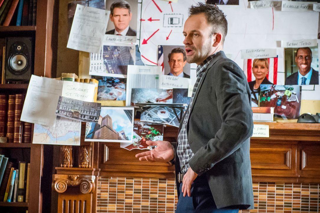 Sherlock Holmes (Jonny Lee Miller) hat wie immer kluge Ansichten zum aktuellen Fall, doch ihn nervt die Mitwirkung seines früheren Kollegen Lestrade... - Bildquelle: CBS Television