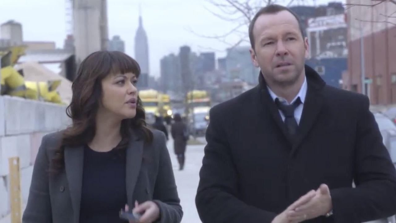 Ein Einbrecher, der offenbar ein Killer war, wird erschossen. Danny (Donnie Wahlberg, r.) und Baez (Marisa Ramirez, l.) nehmen die Ermittlungen auf... - Bildquelle: 2014 CBS Broadcasting Inc. All Rights Reserved.
