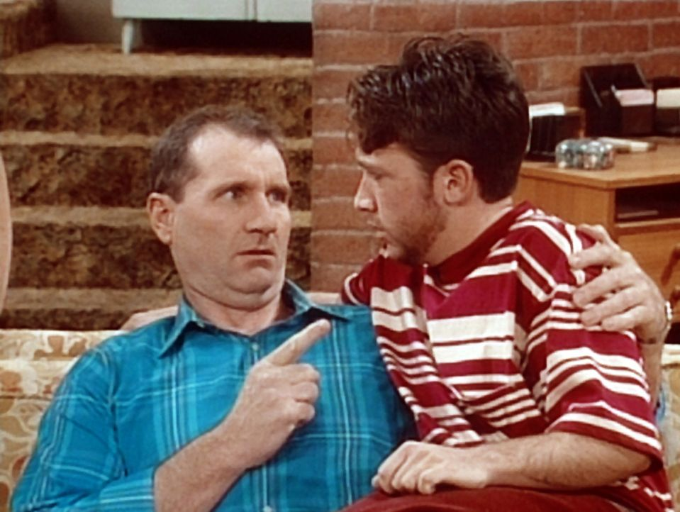 Bud (David Faustino, r.) bittet Al (Ed O'Neill, l.) um einen väterlichen Rat: Er fürchtet, von seinem Cousin umgebracht zu werden. - Bildquelle: Columbia Pictures