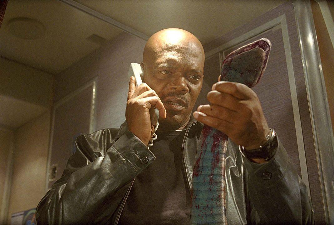FBI-Agent Neville Flynn (Samuel L. Jackson) muss sich schnell etwas einfallen lassen, als ein gewissenloser Auftragskiller Hunderte von Schlangen an... - Bildquelle: Warner Brothers