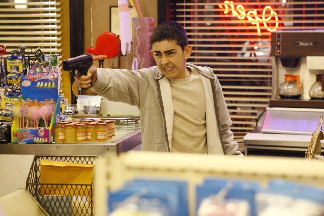 Der junge Gabriel Ariza (Mateo Arias) will seinen Bruder rächen ... - Bildquelle: Warner Bros. Television