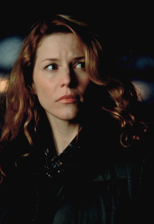 Als Nell (Kristen Dalton) von der Invasion der Kakerlaken erfährt, befürchtet sie Schlimmstes ... - Bildquelle: Kushner-Locke Company