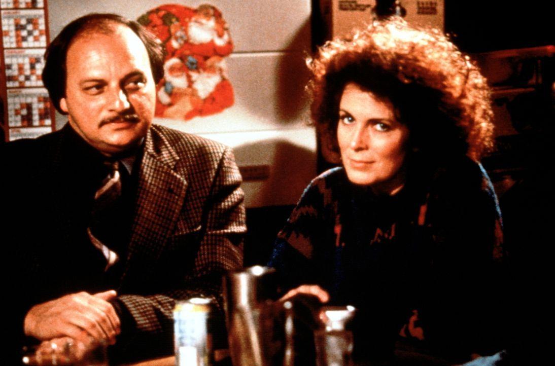 Noch ahnen Milan Delich (Dennis Franz, l.) und Eileen Gallagher (Joanna Cassidy, r.) nicht, dass sie in höchster Lebensgefahr schweben ... - Bildquelle: Orion Pictures Corporation