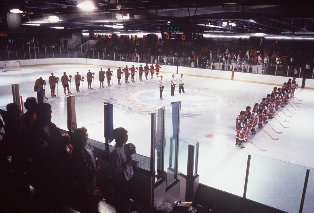 Das Turnier beginnt, aber den Mighty Ducks fehlt noch der nötige Biss ... - Bildquelle: Walt Disney Pictures