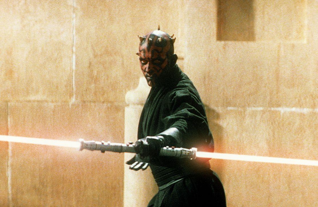 Der teufelsgesichtige Darth Maul (Ray Park) vertritt die finstere Seite der Macht ... - Bildquelle: 1999 Lucasfilm Ltd. & TM All rights reserved Used with permission