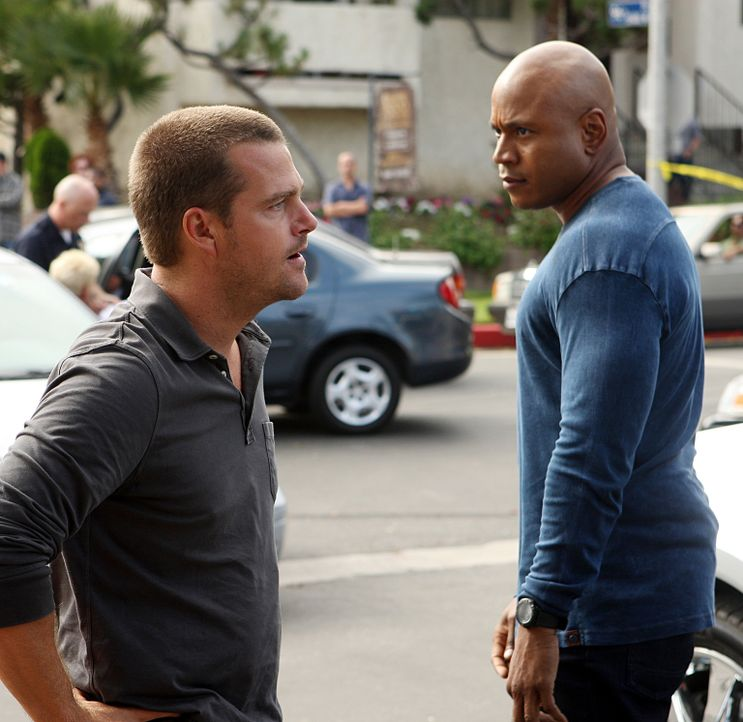Special Agent Dan Williams vom NCIS wird von einem Killer-Kommando umgebracht. Sam (LL Cool J, r.) und Callen (Chris O'Donnell, l.) beginnen mit den... - Bildquelle: CBS Studios Inc. All Rights Reserved.
