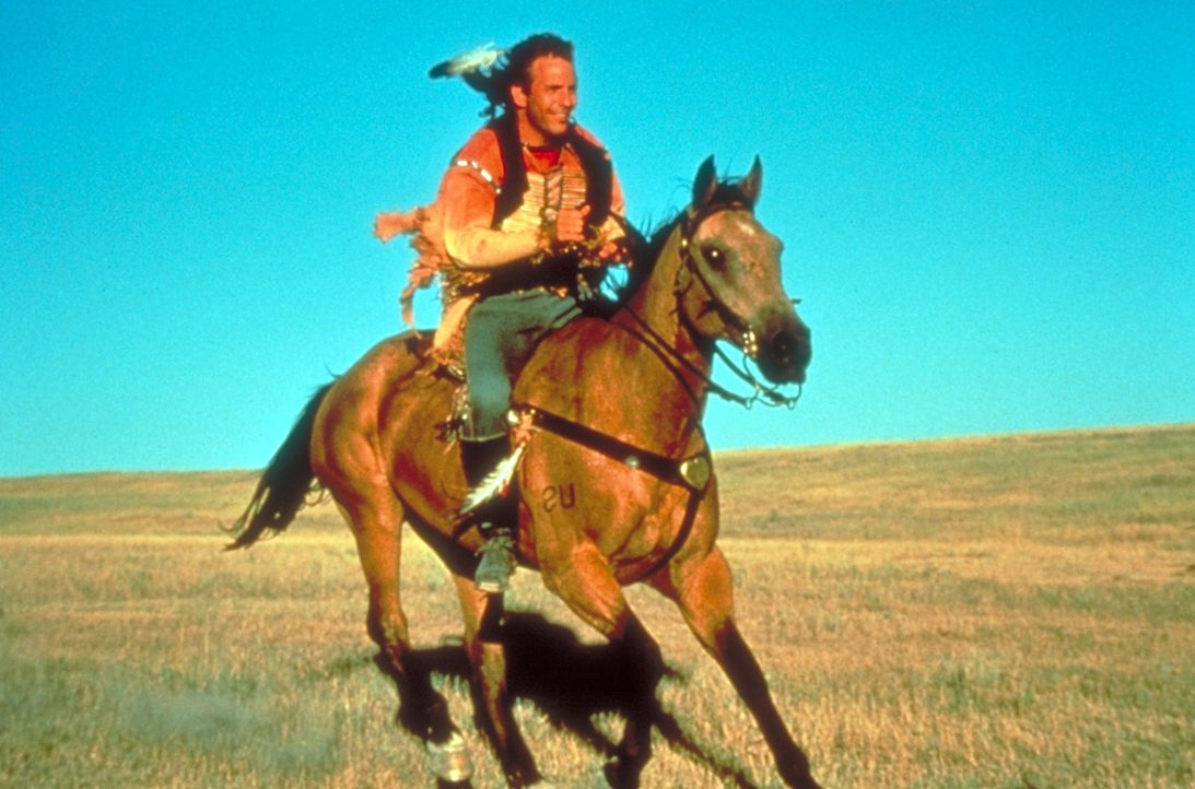 Einsamkeit bestimmt das Leben des jungen Offiziers John Dunbar (Kevin Costner). Dennoch genießt er die Freiheit in der Prärie ... - Bildquelle: Orion Pictures Corporation