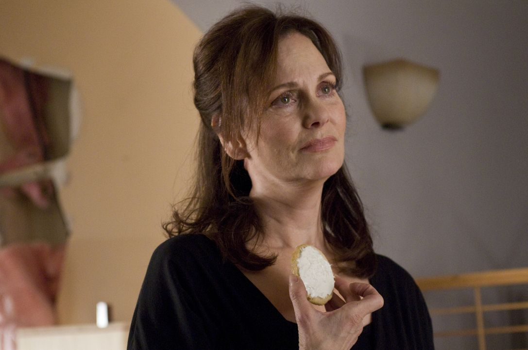 Ist gerührt vom Geschenk ihrer Töchter, weil sie so lange trocken ist: Jinx (Lesley Ann Warren) ... - Bildquelle: USA Network