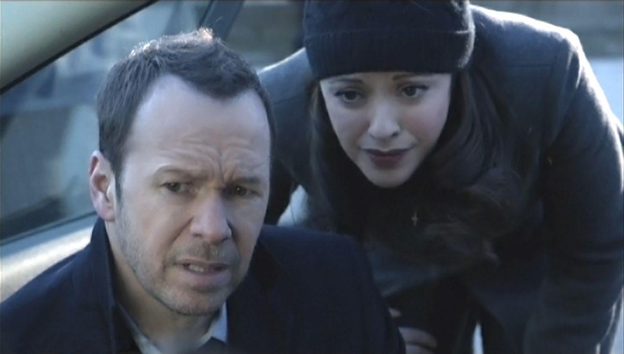 Danny (Donnie Wahlberg, l.) und Baez (Marisa Ramirez, r.) müssen den Mord an einem angesehenen College-Professor aufklären. Dieser soll an einem dub... - Bildquelle: 2013 CBS Broadcasting Inc. All Rights Reserved.