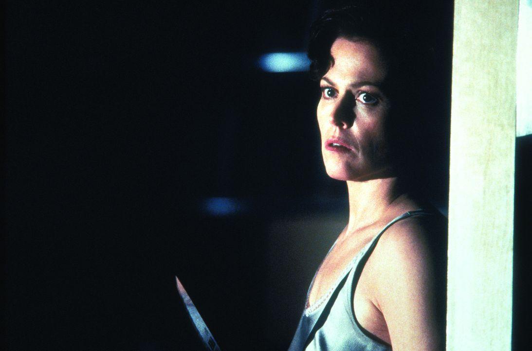 Nachdem die Kriminalpsychologin Helen Hudson (Sigourney Weaver) nur knapp einem Mordversuch entgeht, zieht sie sich völlig verstört zurück. Ein J... - Bildquelle: Warner Bros.