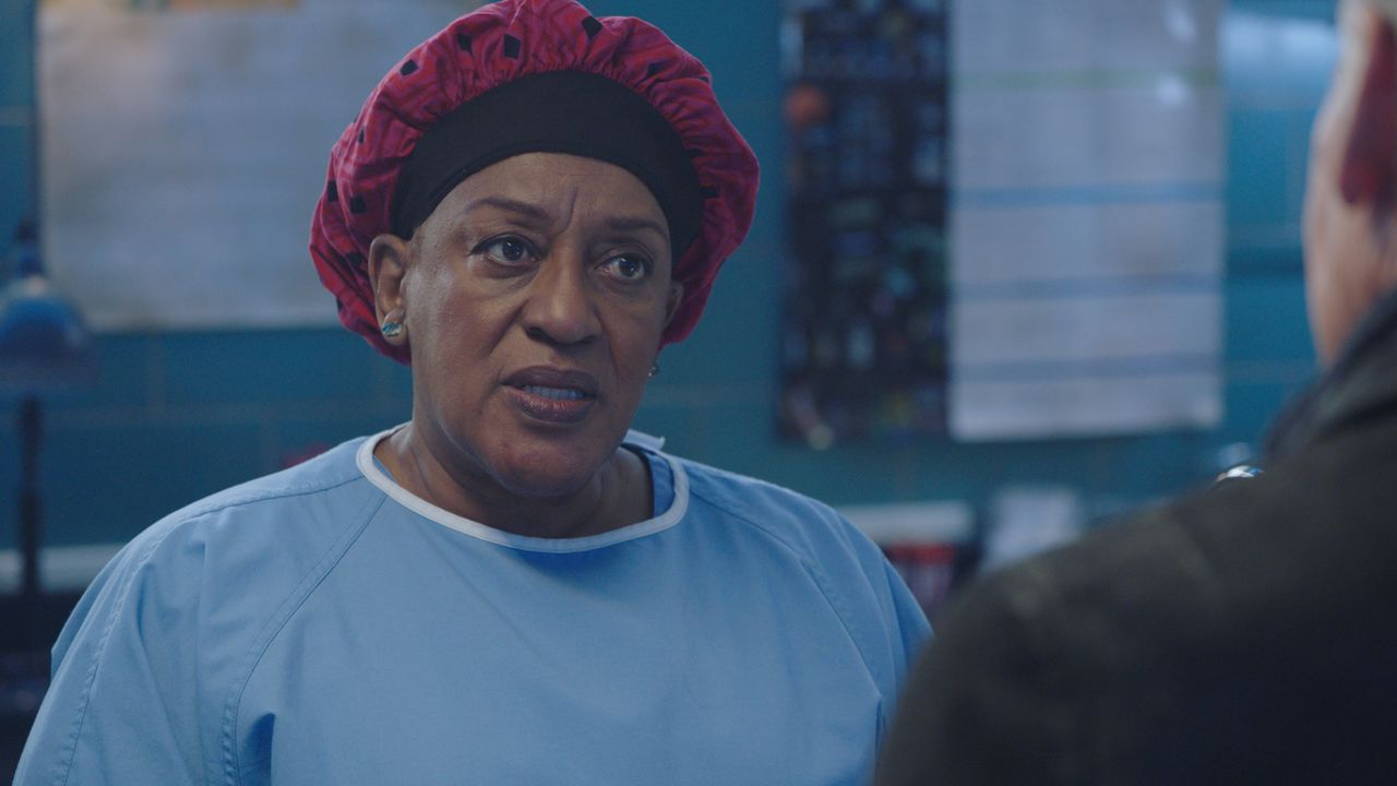 Loretta Wade (CCH Pounder) - Bildquelle: 2021 CBS Broadcasting Inc. All Rights Reserved.