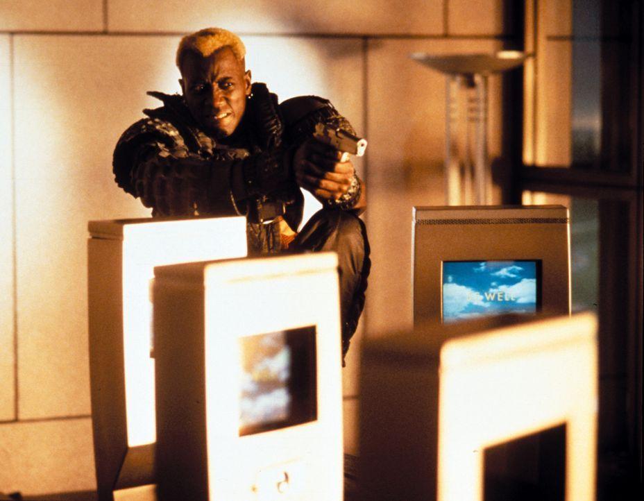 Nach dem er 36 Jahre tiefgefroren war, treibt Phoenix (Wesley Snipes) erneut sein Unwesen in L.A. ... - Bildquelle: Warner Brothers International Television Distribution Inc.