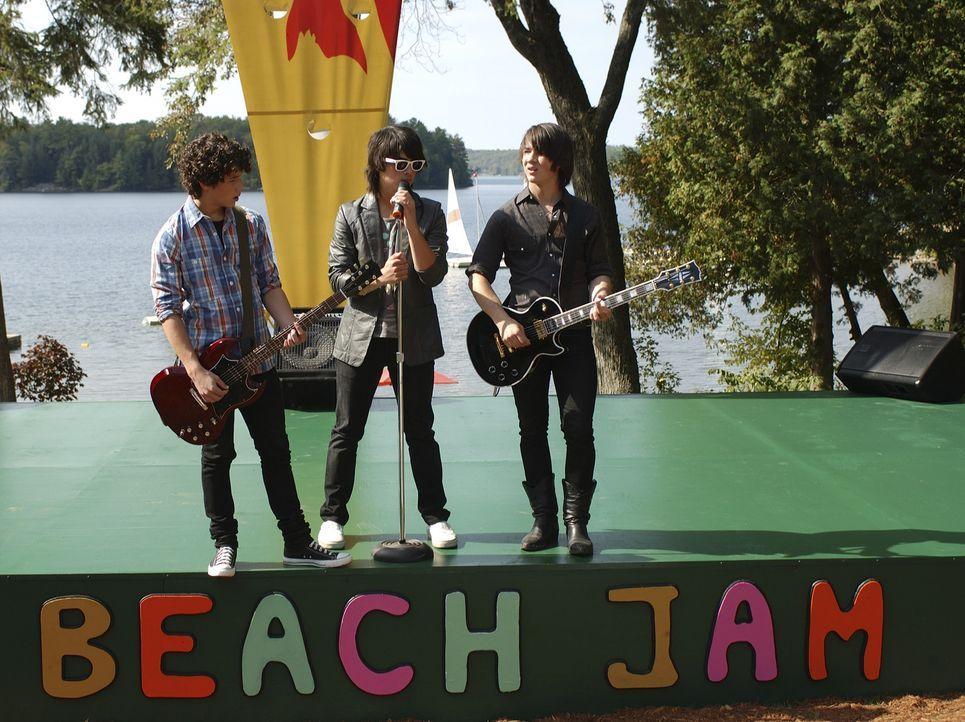Musik ist ihr Leben: (v.l.n.r.) Jason (Kevin Jonas), Shane Gray (Joe Jonas) und Nate (Nick Jonas) ... - Bildquelle: 2007 DISNEY CHANNEL. All rights reserved.