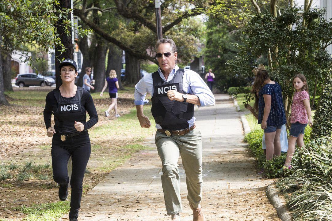 Ein Wettlauf gegen die Zeit beginnt: Pride (Scott Bakula, r.) und Brody (Zoe McLellan, l.) ... - Bildquelle: Skip Bolen 2015 CBS Broadcasting, Inc. All Rights Reserved