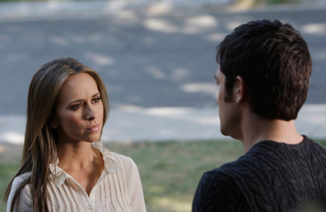 Jim (David Conrad, r.) bietet Melinda (Jennifer Love Hewitt, l.) an, ihre Garage umzubauen ... - Bildquelle: ABC Studios