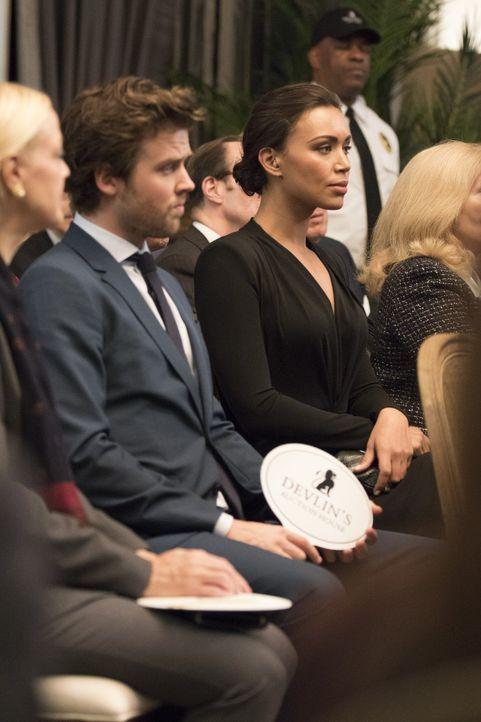 (v.l.n.r.) Cameron Black (Jack Cutmore-Scott); FBI-Agentin Kay Daniels (Ilfenesh Hadera) - Bildquelle: Warner Bros.