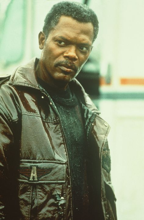 Um ihrer Vergangenheit auf die Spur zu kommen, engagiert Charly den Privatdetektiv Mitch Henessey (Samuel L. Jackson) ... - Bildquelle: New Line Cinema