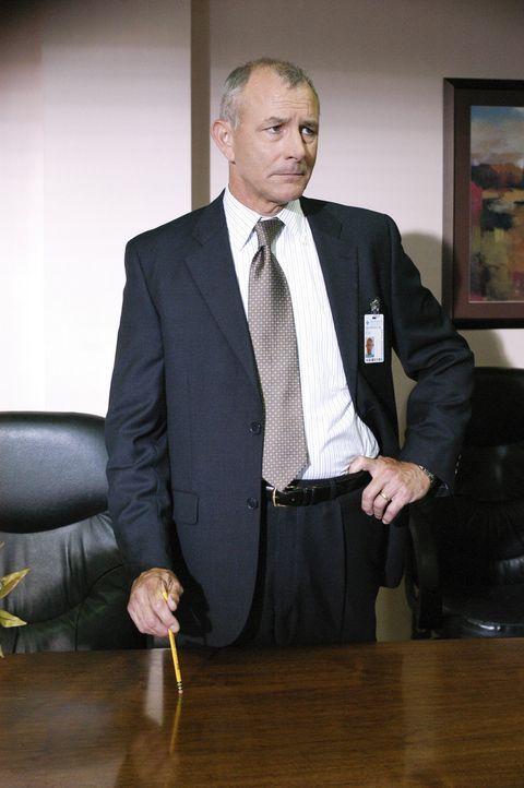 Hat Dr. Erstadt (Tim Halligan) etwas mit den Taten zu tun? - Bildquelle: Touchstone Television