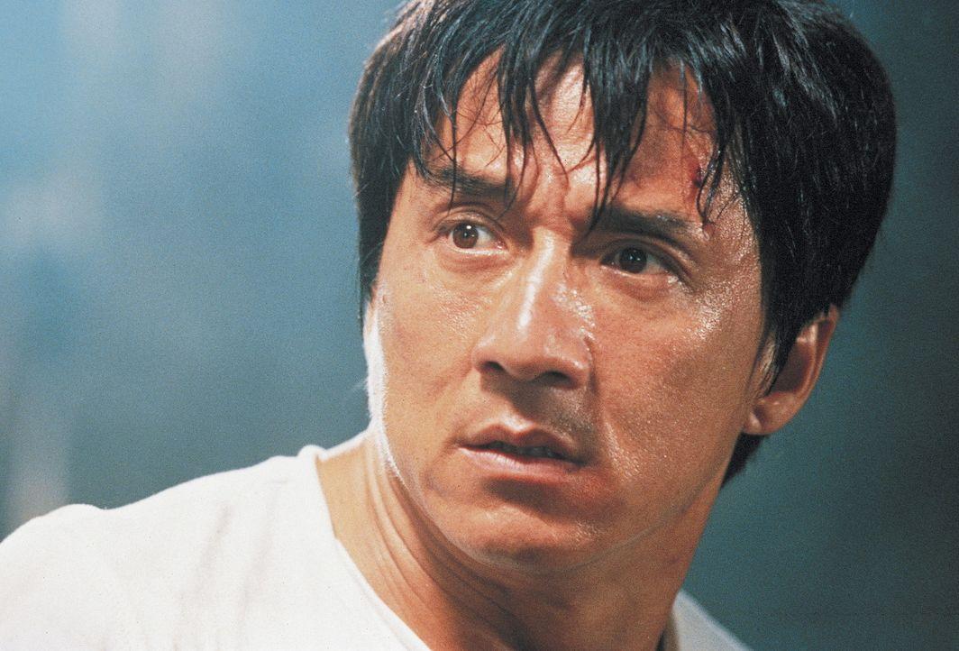 Auf der Suche nach seiner Familie gerät der Verkäufer für Fitnessgeräte Buck Yuen (Jackie Chan) an allerlei dubiose Gestalten, die ihm an den Kr... - Bildquelle: Miramax Films
