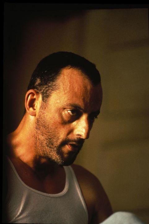 Harte Schale, weicher Kern: Profikiller Léon (Jean Reno) ... - Bildquelle: Gaumont