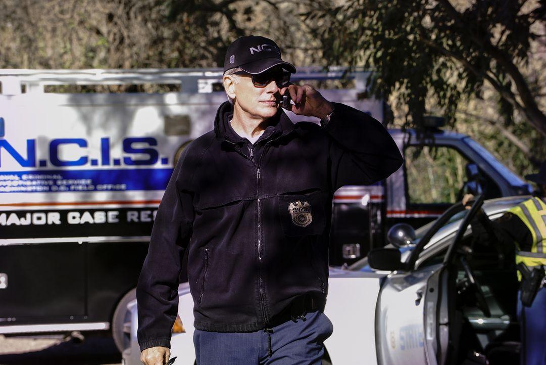Als ein Marine-Angehörigen tot im Straßengraben aufgefunden wird, nehmen Gibbs (Mark Harmon) und das NCIS-Team die Ermittlungen auf. - Bildquelle: Bill Inoshita 2017 CBS Broadcasting, Inc. All Rights Reserved / Bill Inoshita