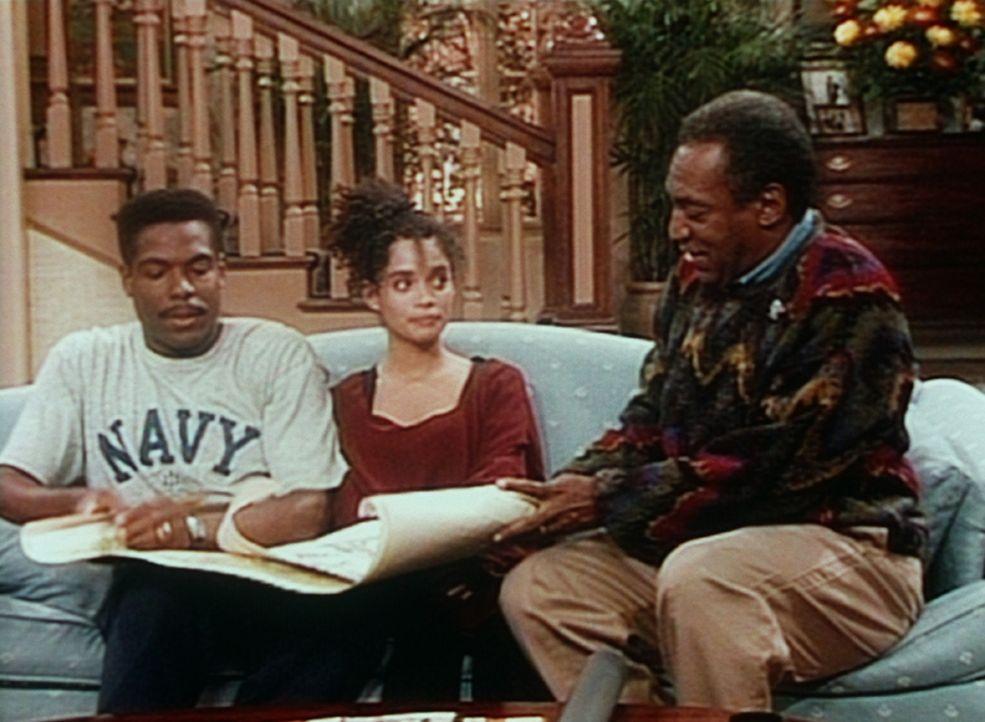 Cliff (Bill Cosby, r.) hält Martin (Joseph C. Phillips, l.) und Denise (Lisa Bonet, M.) einen nur mäßig interessanten Vortrag über antike Seekar... - Bildquelle: Viacom