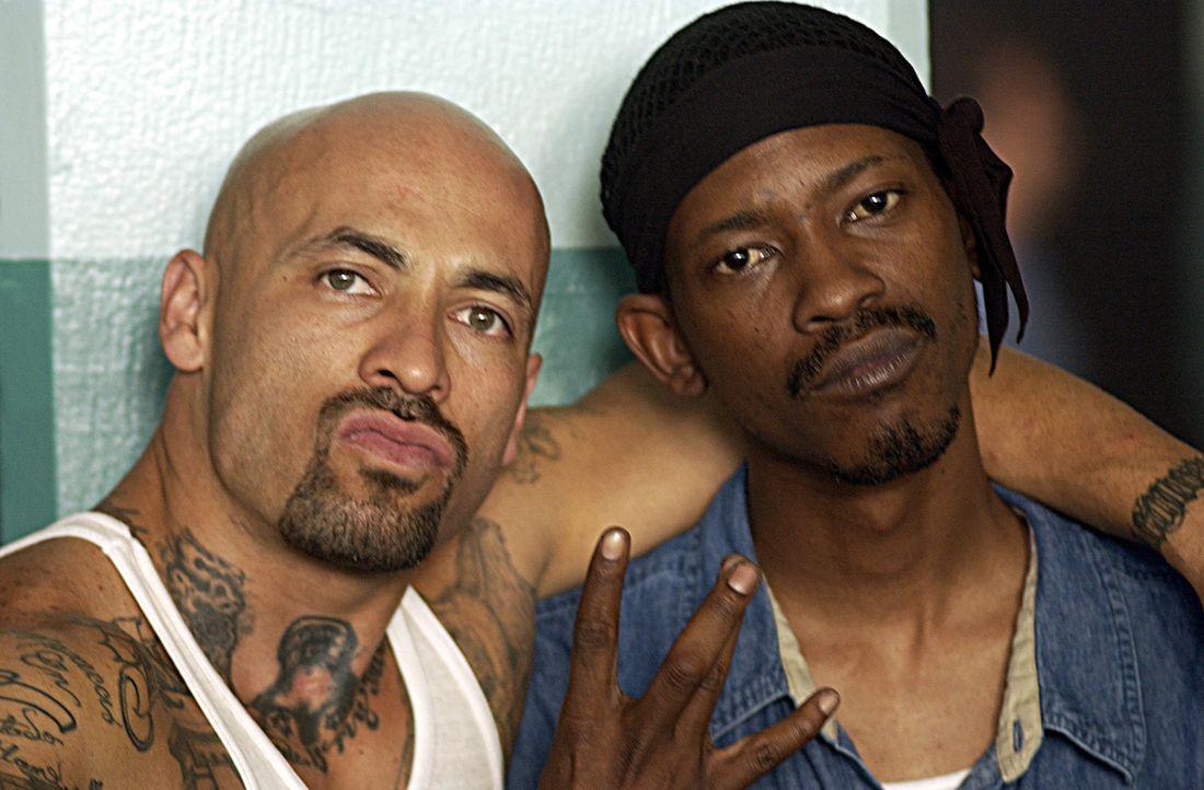 Ein Häftling (Kurupt, r.), der sich Hoffnungen auf Bewährung macht, findet sich in einem brutalen Knast zwischen zwei rivalisierenden Banden wieder,... - Bildquelle: 2007 Sony Pictures Home Entertainment Inc. All Rights Reserved.