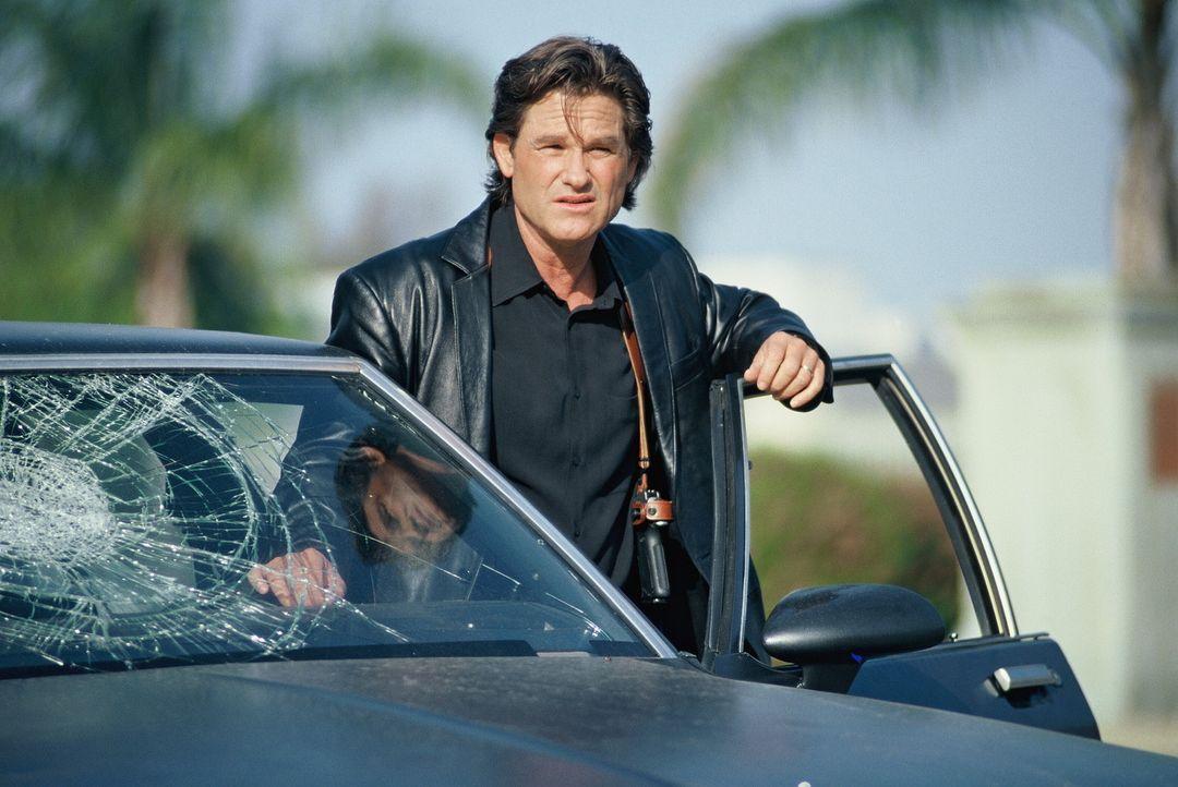 Los Angeles, 1992: Während schwere Rassenunruhen die Stadt erschüttern, steht Cop Eldon Perry (Kurt Russell) vor einem ganz anderen Problem: Seine... - Bildquelle: Tobis Film