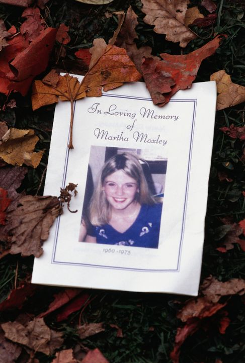 Vor 25 Jahren wurde die junge Martha Moxley (Maggie Grace) ermordet. Eines Tages macht sich ein geschasster Cop daran, den Täter aufzuspüren ... - Bildquelle: Sony Pictures Television International. All Rights Reserved.
