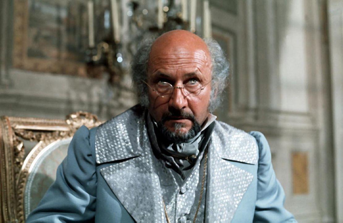 Noch ahnt Danglars (Donald Pleasence) nicht, dass der Graf von Monte Christo sein ehemaliger Erzfeind Edmond Dantes ist, dem er schweres Unglück zu... - Bildquelle: National Broadcasting Company (NBC)