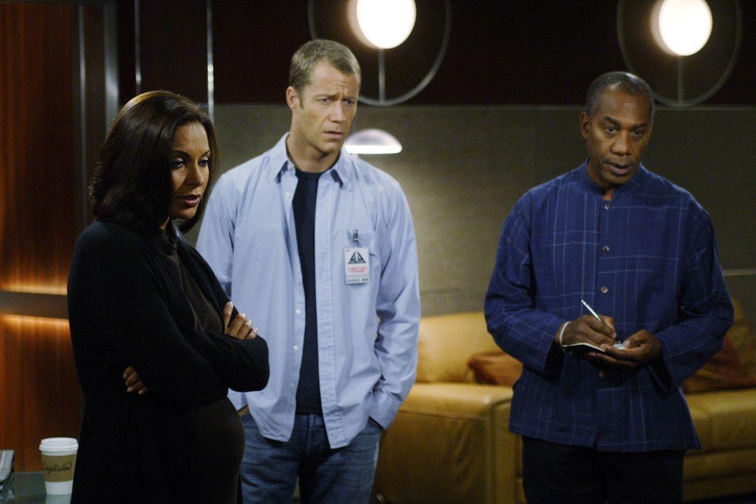 Sind überrascht, als sie feststellen, wer der neue Sheriff von Eureka ist: Henry (Joe Morton, r.), Allison (Salli Richardson, l.) und Jack (Colin Fe... - Bildquelle: Universal Television