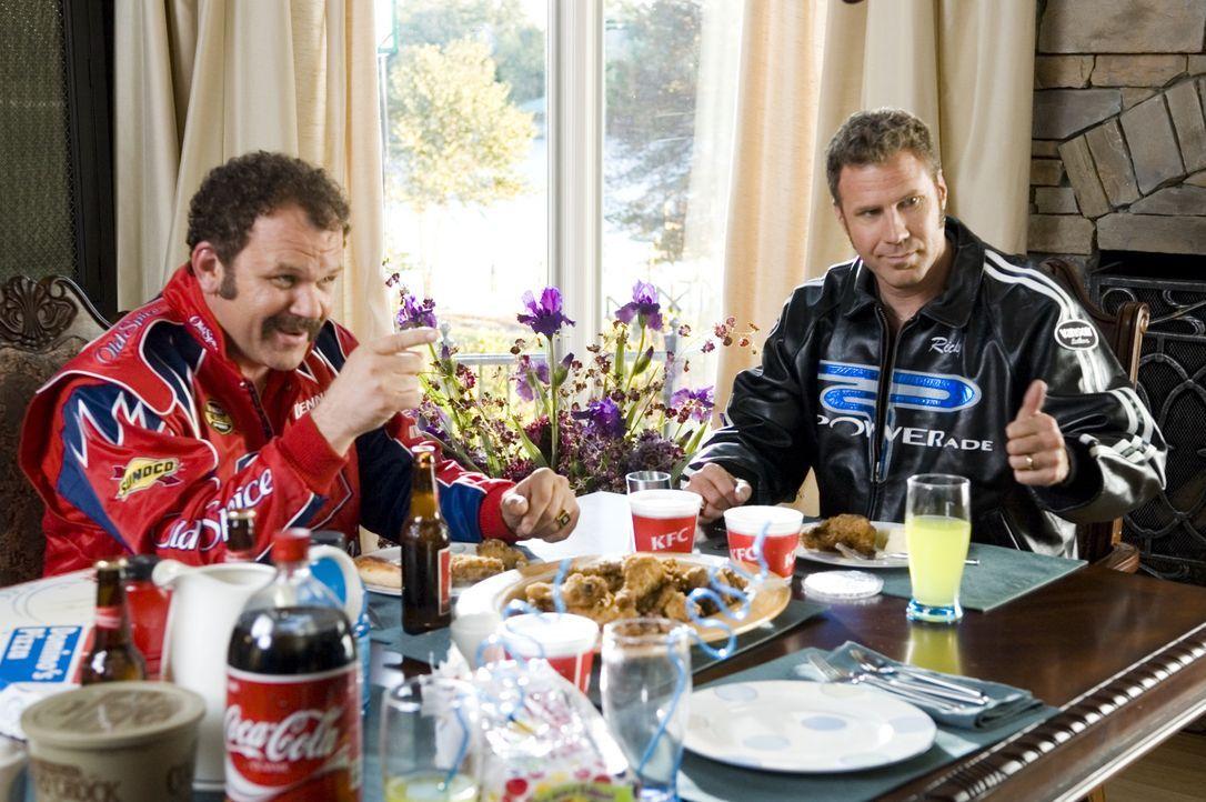 Cal Naughty (John C. Reilly, l.) und Ricky Bobby (Will Ferrell, r.) sind beste Freunde. Bis zu dem Tag, an dem Ricky über Nacht zum gefeierten Renn... - Bildquelle: Copyright   2006 Sony Pictures Television International.