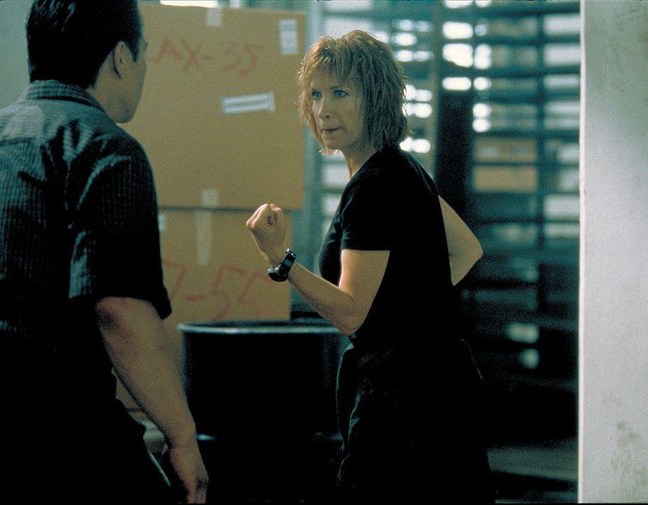 HiTech-Schmuggler, die mit südamerikanischen Drogenkartellen zusammenarbeiten machen Julie (Cynthia Rothrock, r.) das Leben schwer - Bildquelle: Sony 2007 CPT Holdings, Inc.  All Rights Reserved.