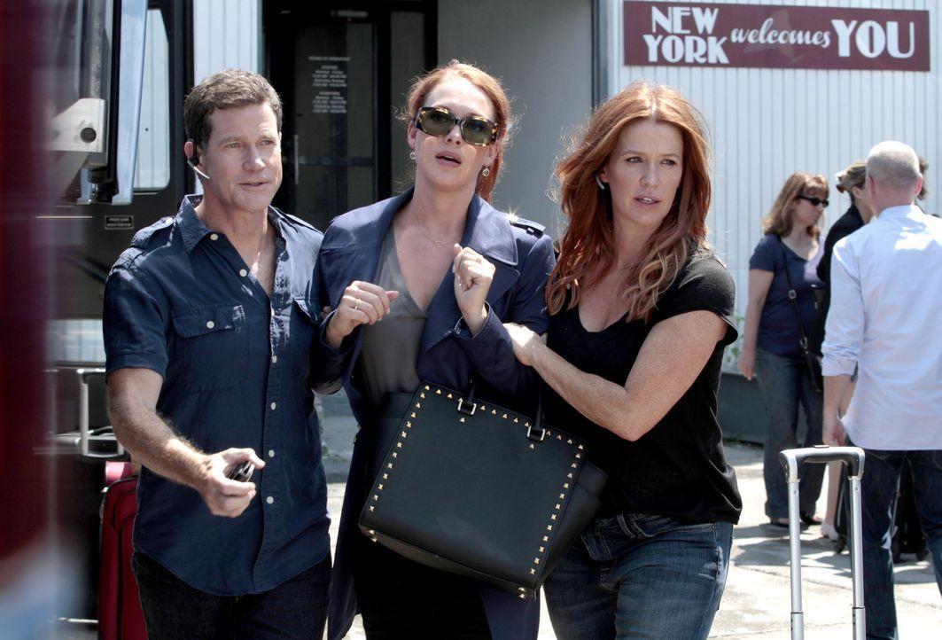 Schneller Zugriff: Carrie (Poppy Montgomery, r.) und Al (Dylan Walsh, l.) verhaften Eve Steele (Erin Cummings, M.), die an dem brutalen Bankraub bet... - Bildquelle: 2013 Sony Pictures Television Inc. All Rights Reserved.