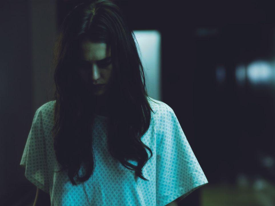 Alles nur Einbildung oder doch grauenhafte Realität? Seit sie die Augentransplantation hatte, verfolgen die Ausnahmegeigerin Sydney Wells (Jessica A...