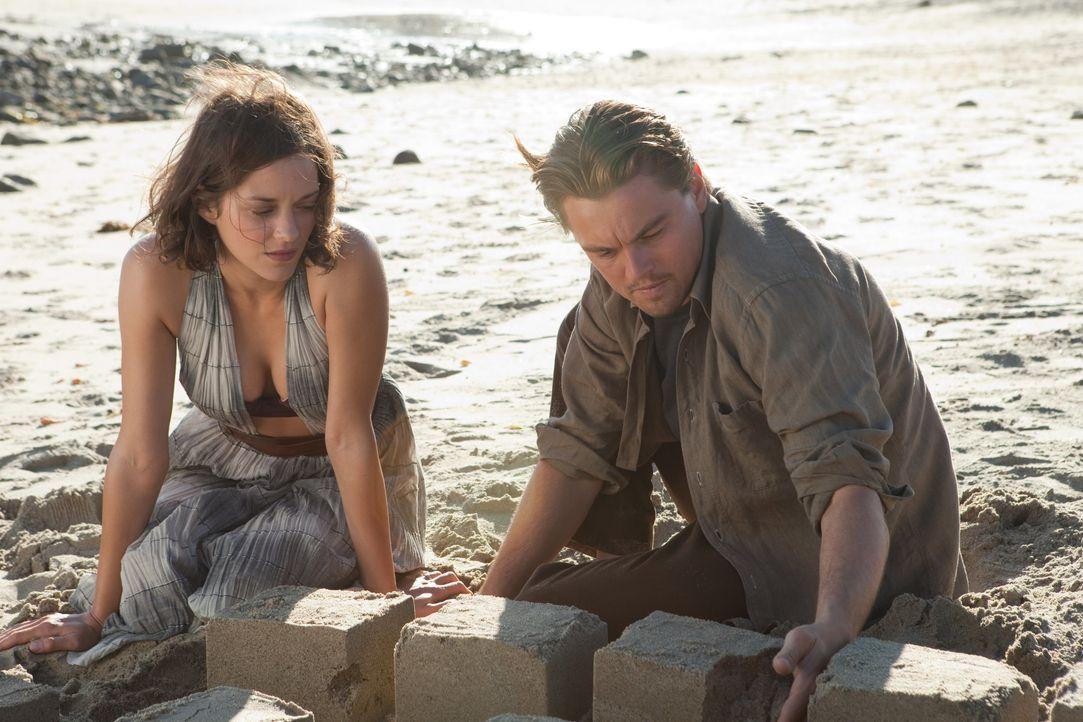 Cobb (Leonardo DiCaprio, r.) und seine Frau Mal (Marion Cotillard, l.) verbrachten viel Zeit zusammen in ihren Traumwelten - doch schließlich verlor... - Bildquelle: 2010 Warner Bros.